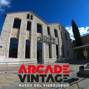 Inauguration of the Arcade Vintage Video Game Museum (Ibi, Spain). It featured a huge collection of original arcade machines from different decades, and also some of my games. @Arcade_Vintage